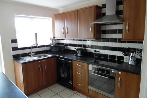 2 bedroom flat to rent - Holland Road, Clacton-on-Sea, Essex, CO15 6NF