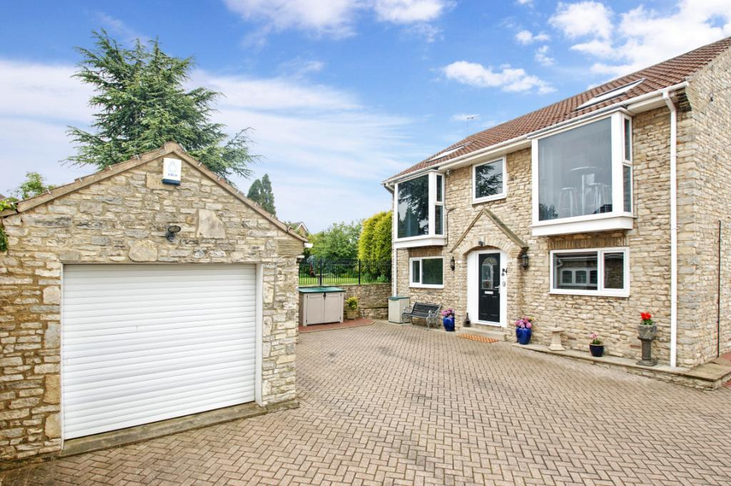 4 Bedrooms Detached House for sale in Silver Street, Fairburn, Knottingley, North Yorkshire