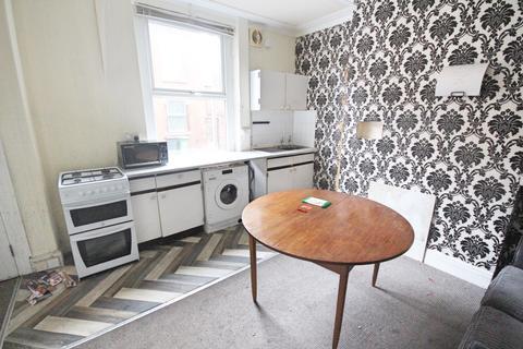 2 bedroom terraced house to rent - Woodview Street Woodview Street,  Leeds, LS11
