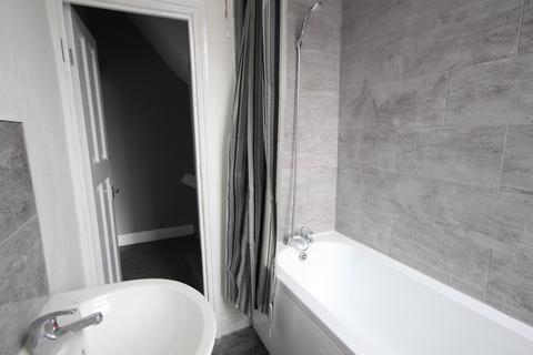 2 bedroom terraced house to rent - Woodview Street, Leeds, LS11