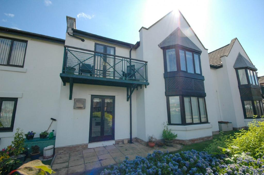 2 Bedrooms Flat for sale in Harbour View, South Shields