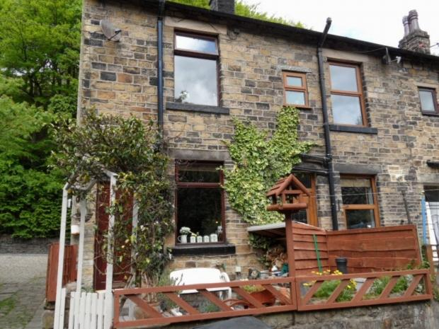 3 Bedrooms End Of Terrace House for sale in Bacup Road Todmorden