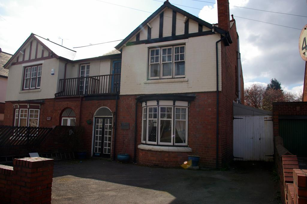 4 Bedrooms Semi Detached House for sale in Grange Road, Halesowen