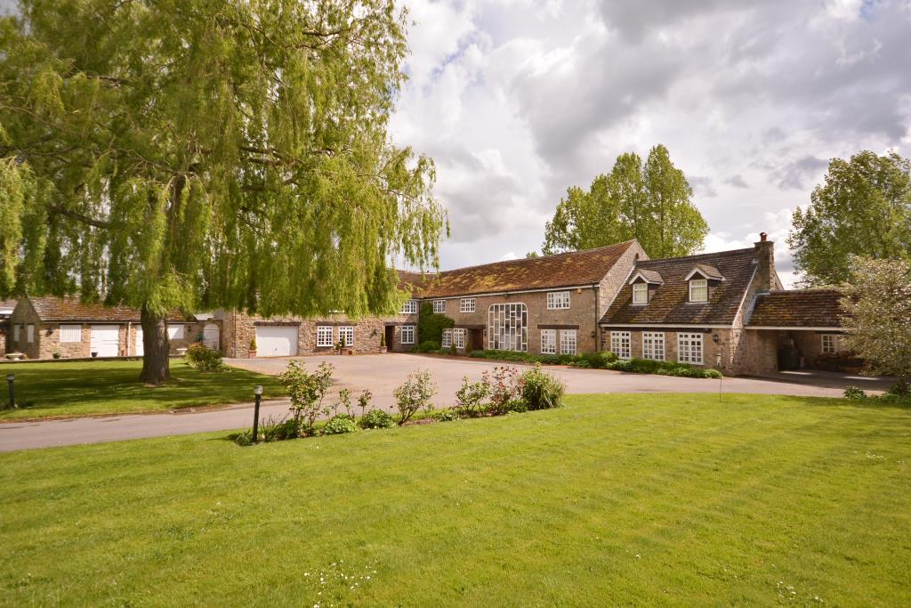 7 Bedrooms Detached House for sale in The Old Coach House, Causeway Garth Lane, Thorpe Audlin, Pontefract, West Yorkshire