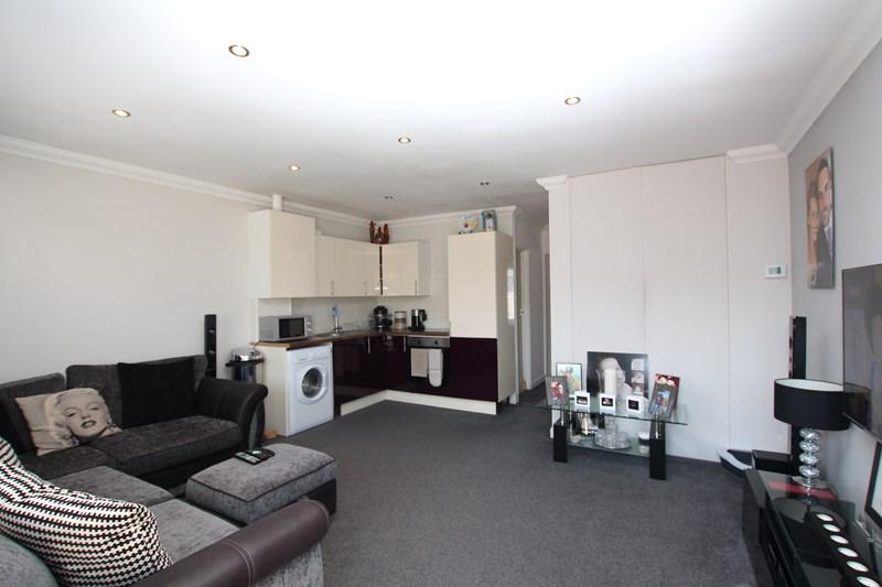 2 Bedrooms Maisonette Flat for sale in Rosemary Road, Clacton-On-Sea