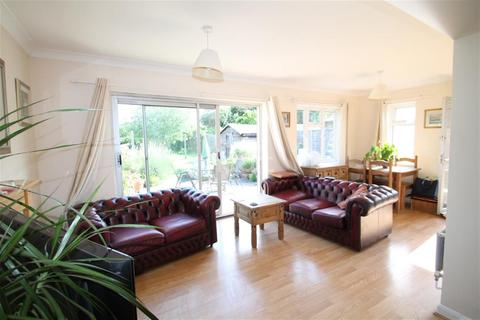 3 bedroom detached house to rent - MAIDENHEAD
