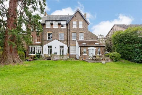 2 bedroom penthouse to rent - The Avenue, Worcester Park, KT4