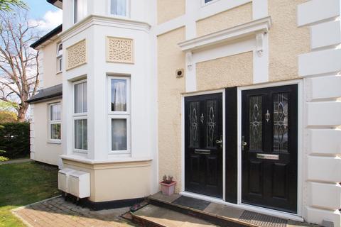 2 bedroom flat to rent - Dorking Road,  Epsom, KT18