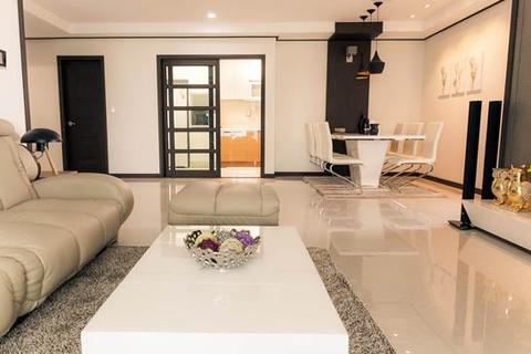 3 bedroom block of apartments  - Modern Condominium in Exclusive BKK1 - 3 Bed 3 Bath