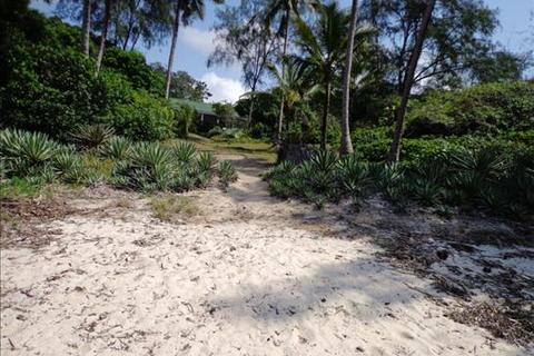 Land  - Diani Beach