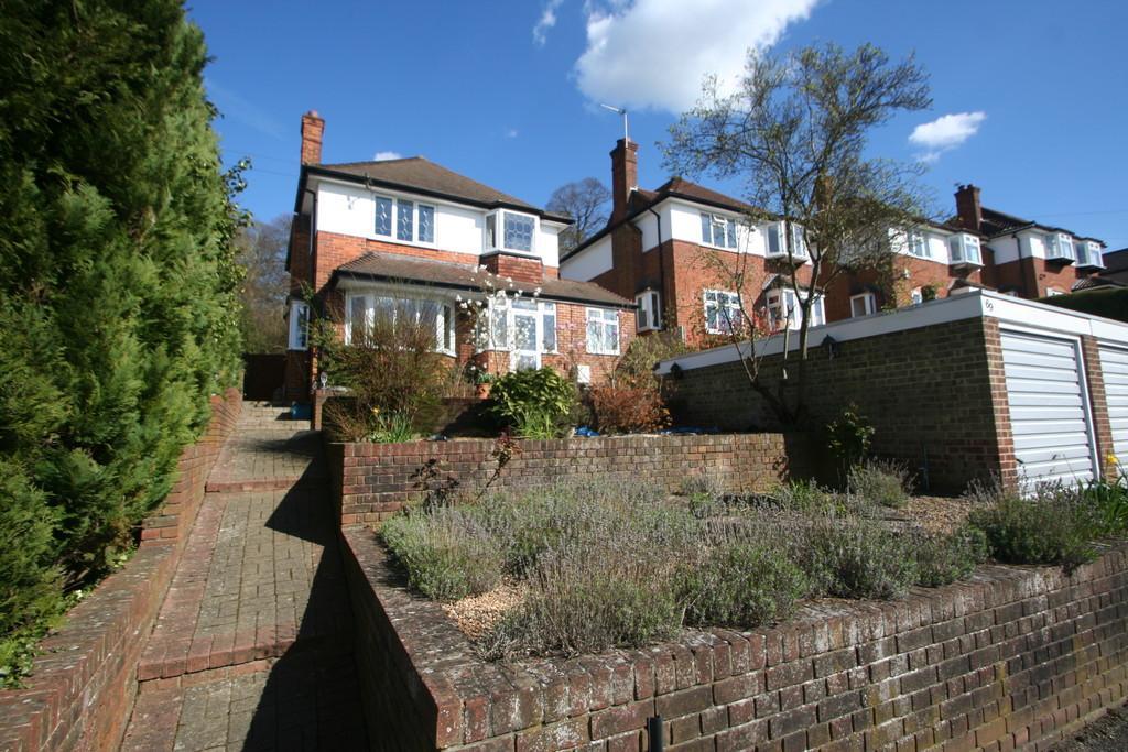 4 Bedrooms Detached House for sale in SANDERSTEAD