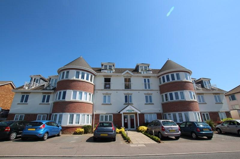 2 Bedrooms Apartment Flat for sale in Collingwood Road, CLACTON ON SEA