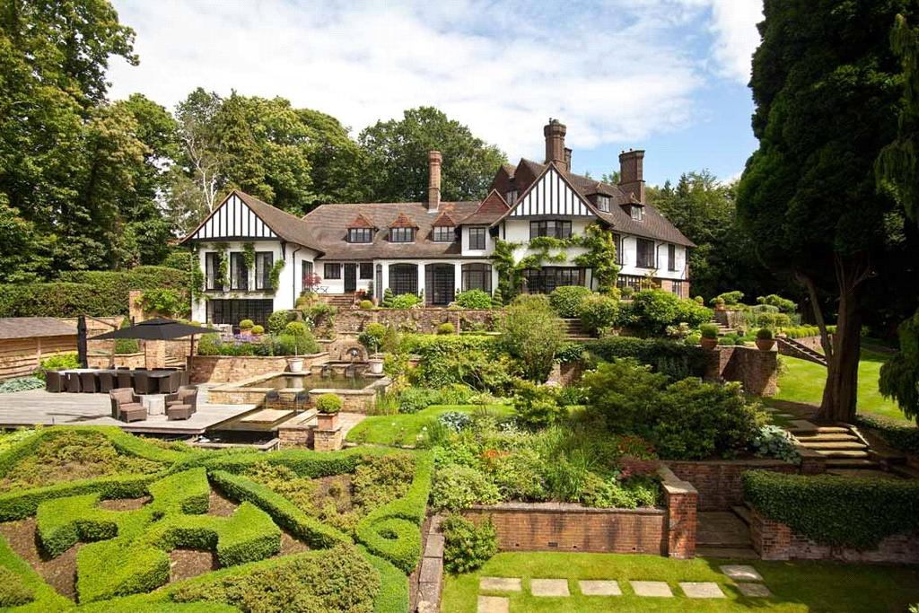 6 Bedrooms Detached House for sale in Wood Lane, St George's Hill, Weybridge, Surrey, KT13