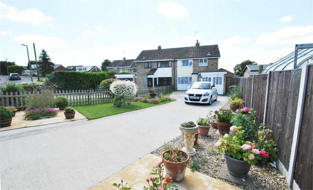 3 Bedrooms Semi Detached House for sale in Saffron Gardens, Wethersfield, Braintree, Essex