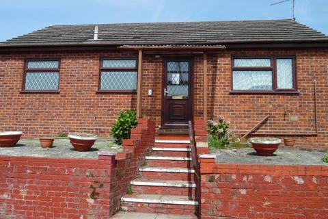 2 bedroom detached bungalow to rent - The Dales, Dovercourt, Essex, CO12 4XH
