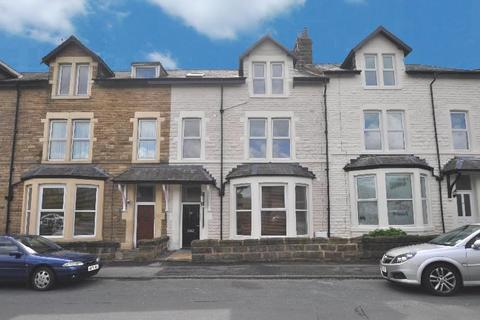 Studio to rent - Grove Park Terrace, Harrogate, North Yorkshire, HG1 4BW