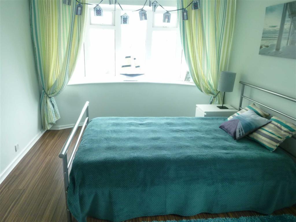 Haydock Drive, Timperley, Cheshire, WA15 3 bed semi-detached ...