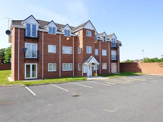 2 Bedrooms Flat for sale in Oakleigh Court, Boston Avenue, Runcorn