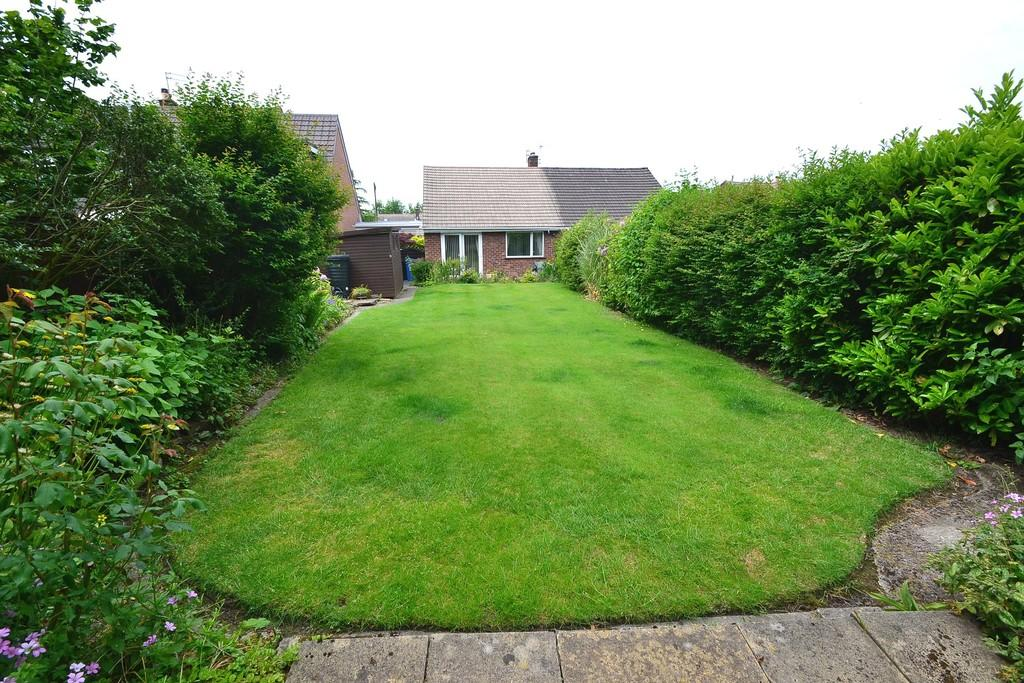 Silverdale Close, High Lane, Stockport SK6 8JH 2 bed semi-detached ...
