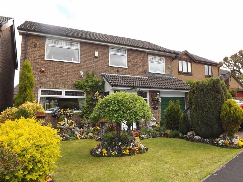 4 Bedrooms Detached House for sale in Hunters Drive, Burnley, Lancashire