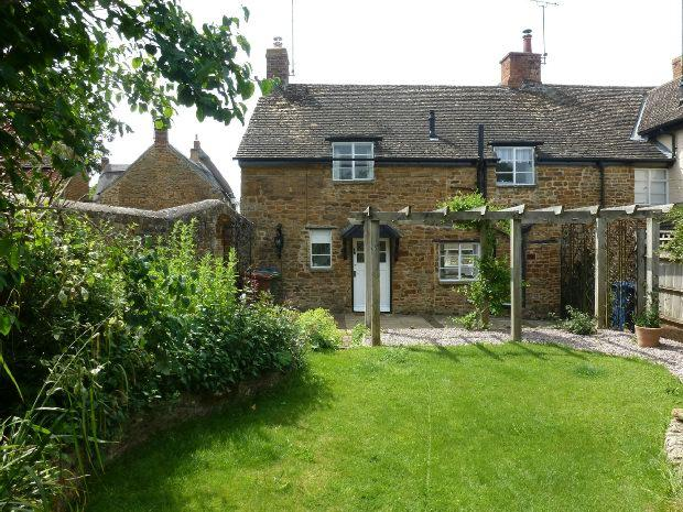 2 Bedrooms Cottage House for rent in The Leys, Adderbury