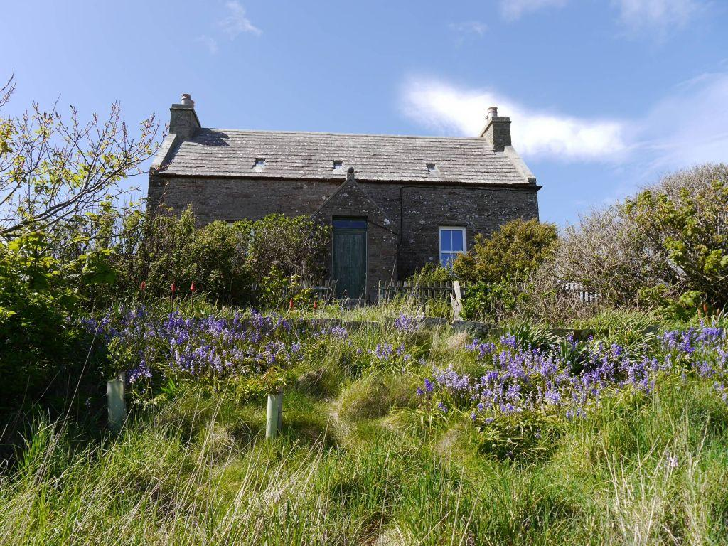 3 Bedrooms Cottage House for sale in Somerset, Sandwick Bay, South Ronaldsay