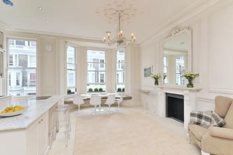 Stafford Terrace Kensington London W8 3 Bed House 163