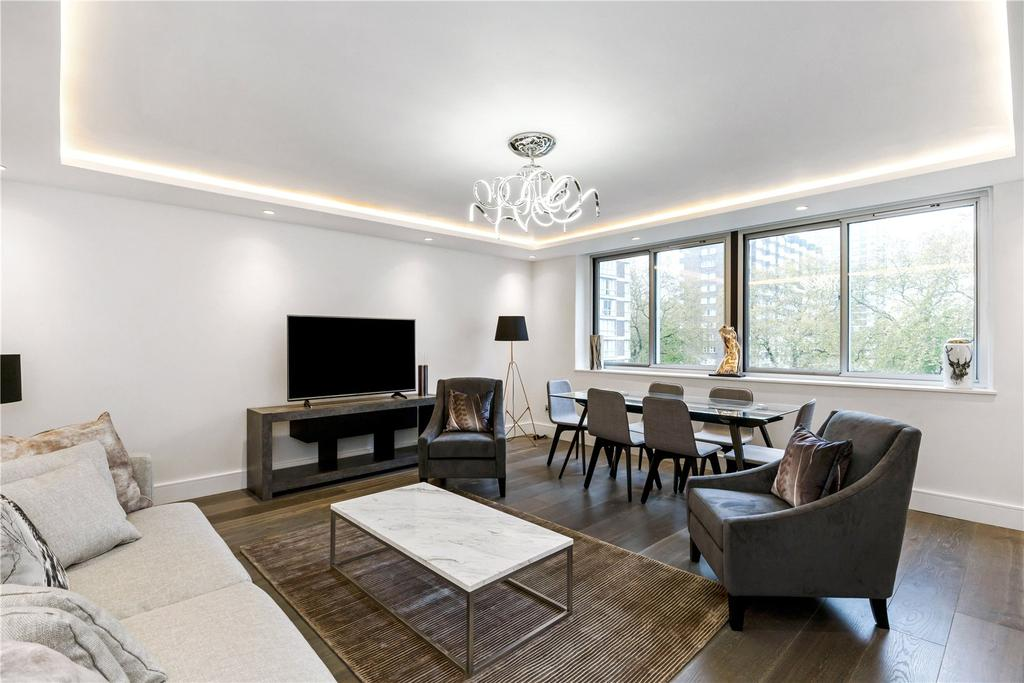 4 Bedrooms Flat for sale in The Quadrangle, London