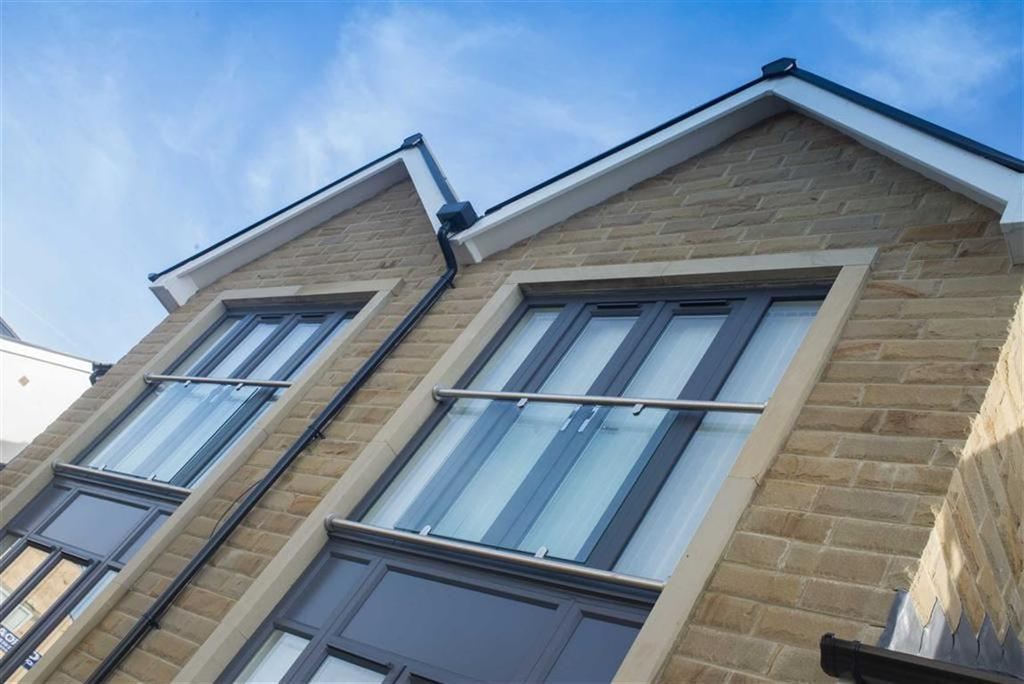 4 Bedrooms Semi Detached House for sale in Holden Road, Brierfield, Lancashire