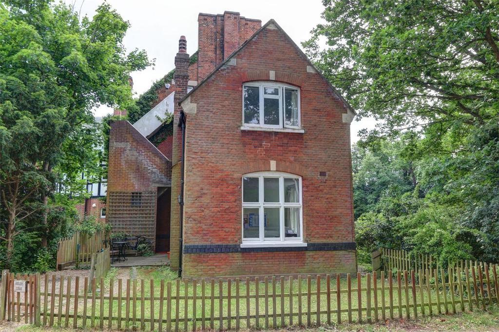 2 Bedrooms Cottage House for sale in Bickley Park Road, Bickley, Bromley, Kent