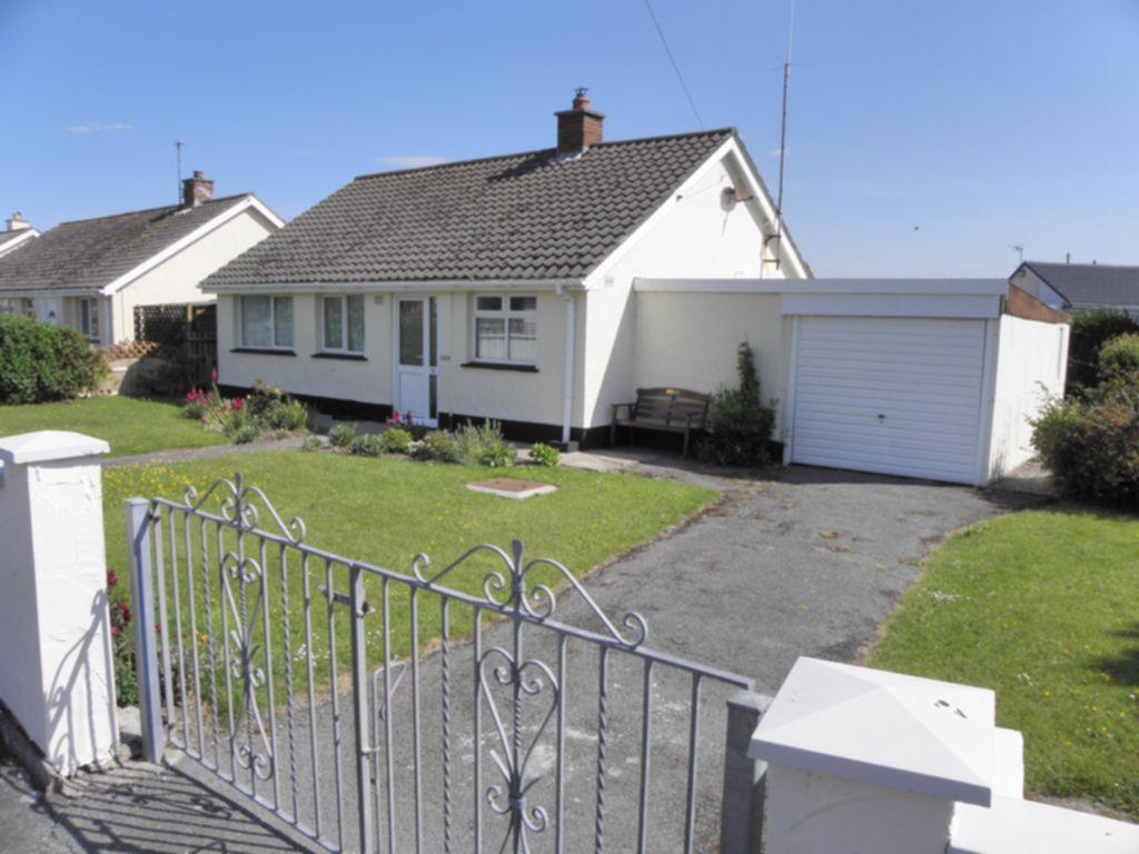 2 Bedrooms Bungalow for sale in Belgrave Road, Fairbourne, LL38