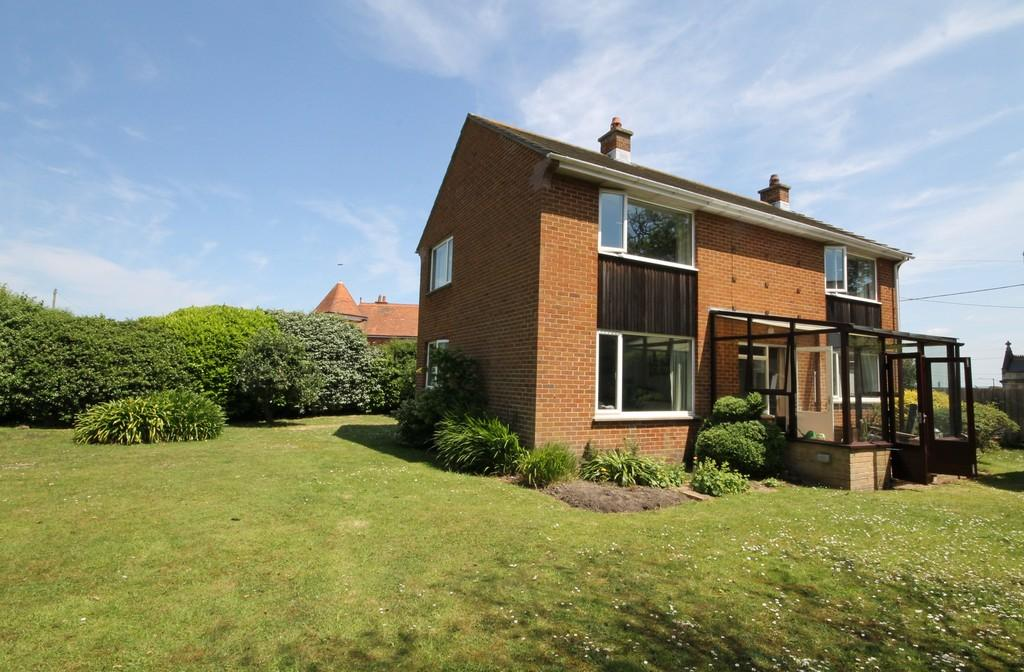 3 Bedrooms Detached House for sale in Totland Bay