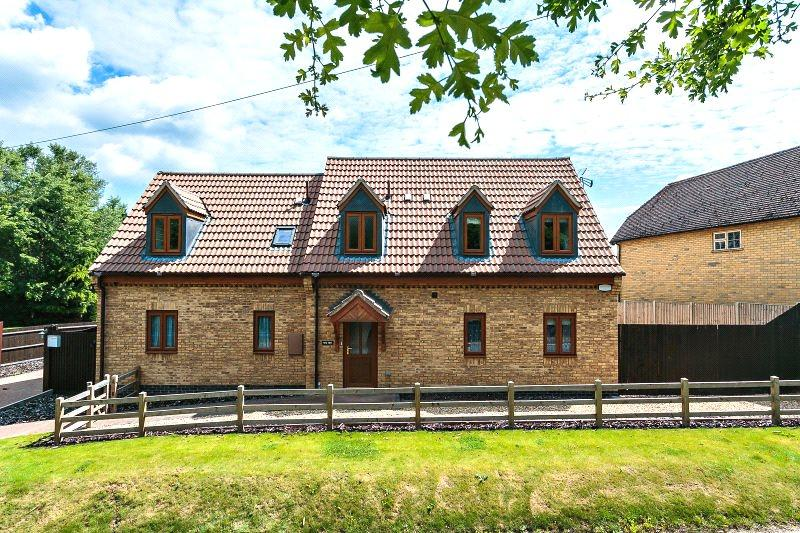 4 Bedrooms Detached House for sale in Lower Street, Great Addington, Northamptonshire, NN14