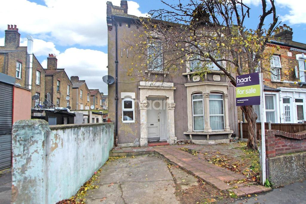 3 Bedrooms End Of Terrace House for sale in Borthwick Road, Stratford, London, E15