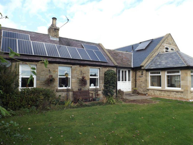5 Bedrooms Detached House for sale in East Thirston, Morpeth