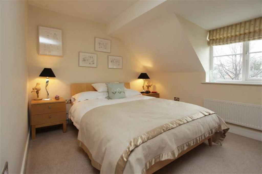 3 Bedrooms Town House for sale in Sutton Close, Nantwich, Cheshire