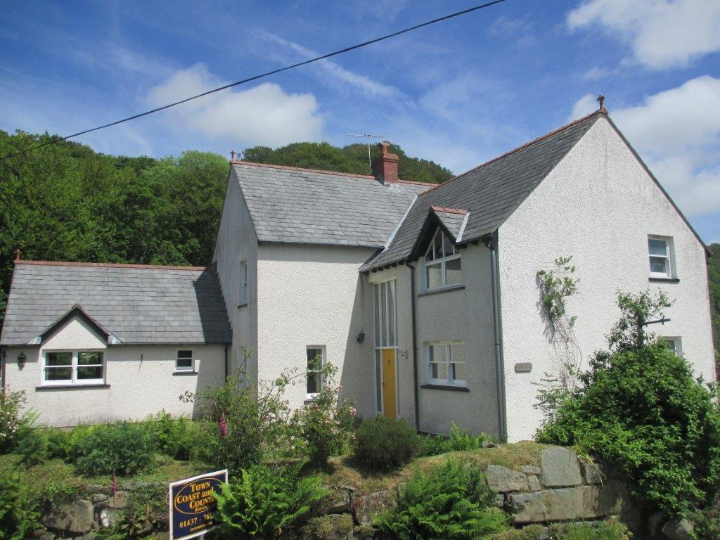 5 Bedrooms Detached House for sale in Bridge Street, Llanychaer, Fishguard