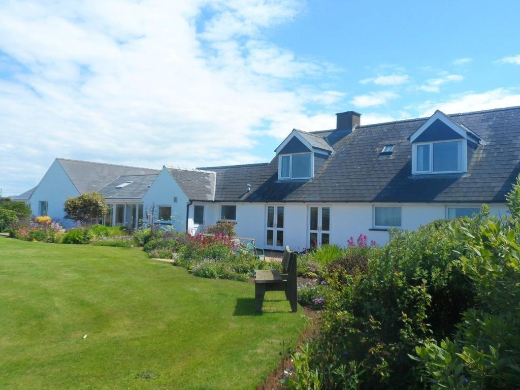 8 Bedrooms Detached House for sale in Abercastle Road, Trefin, Haverfordwest