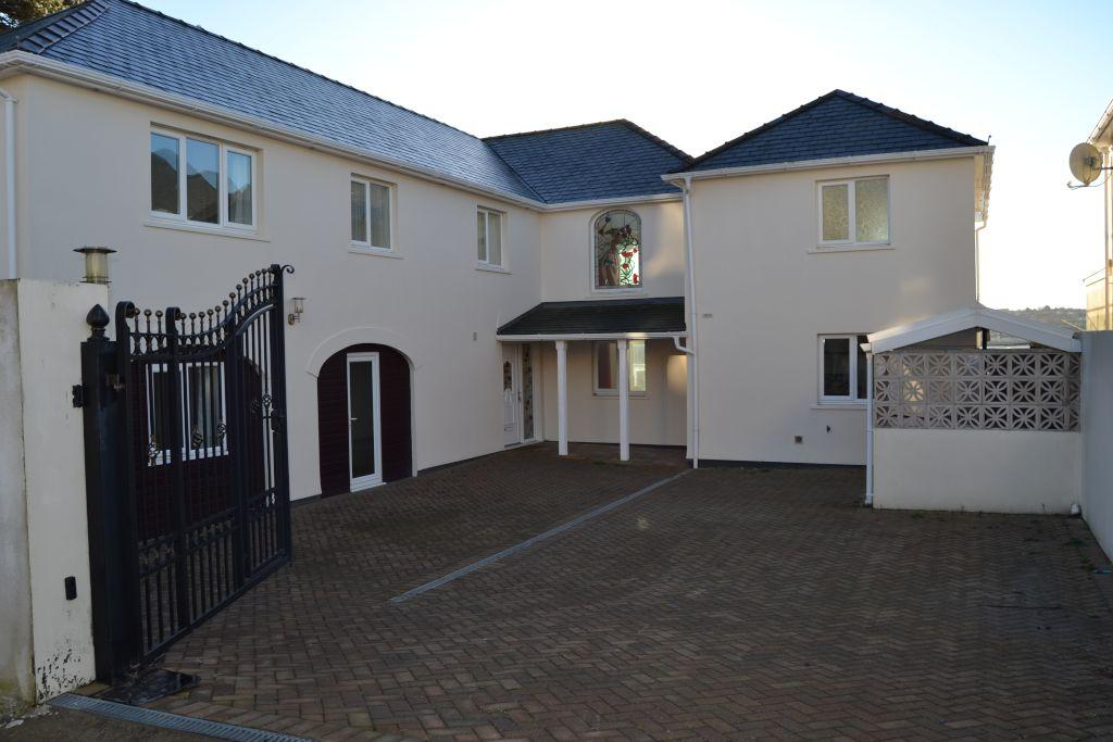 7 Bedrooms Detached House for sale in Blenheim Court, Neyland