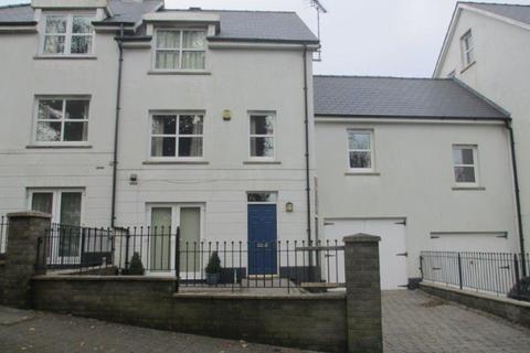3 bedroom terraced house to rent - 2 Kensington Gardens, Haverfordwest. SA61 2RL