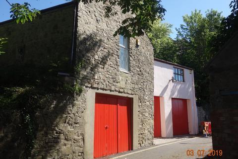 1 bedroom apartment to rent - 1 Castle Back Flat, Castle Lake, Haverfordwest. SA61 2EE
