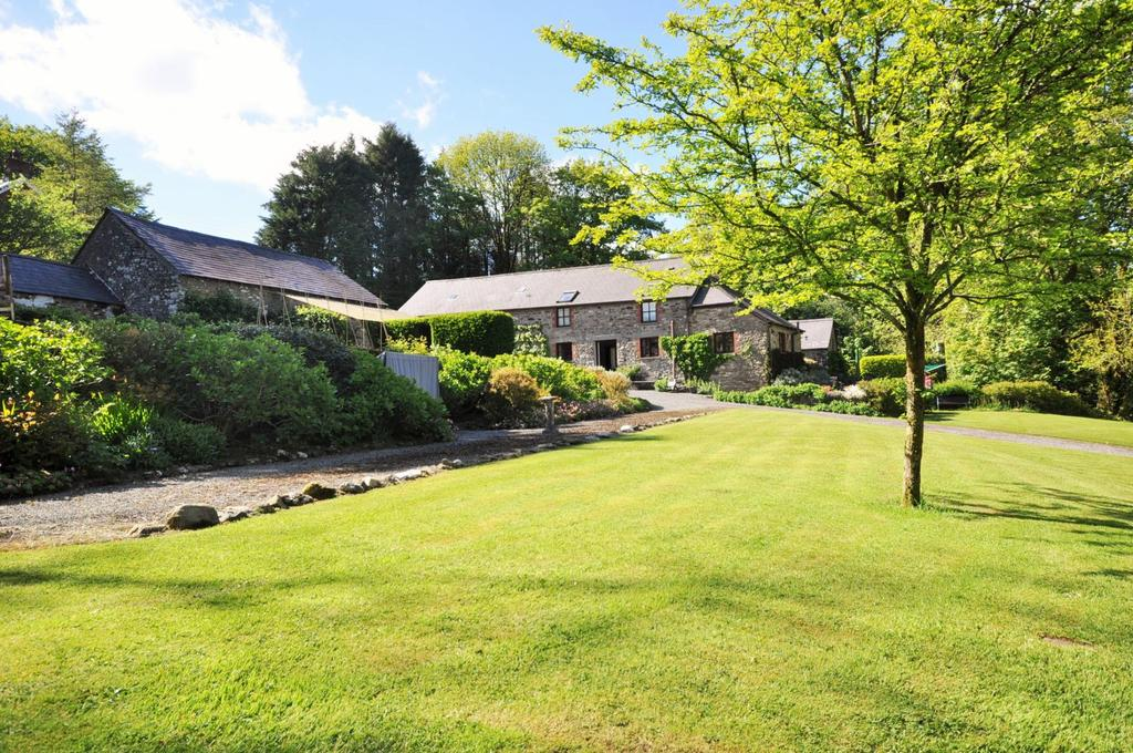 6 Bedrooms Farm House Character Property for sale in Bwythyn Teg Crychdu, Nebo, Bronwydd, Carmarthenshire SA33 6HN