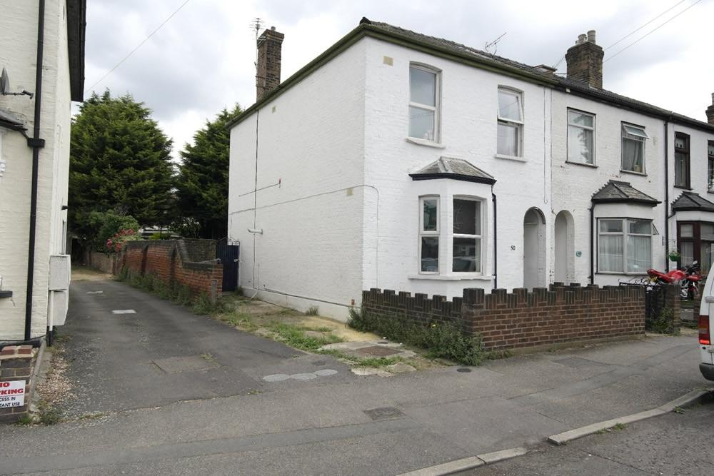3 Bedrooms End Of Terrace House for sale in Romford, Essex RM5