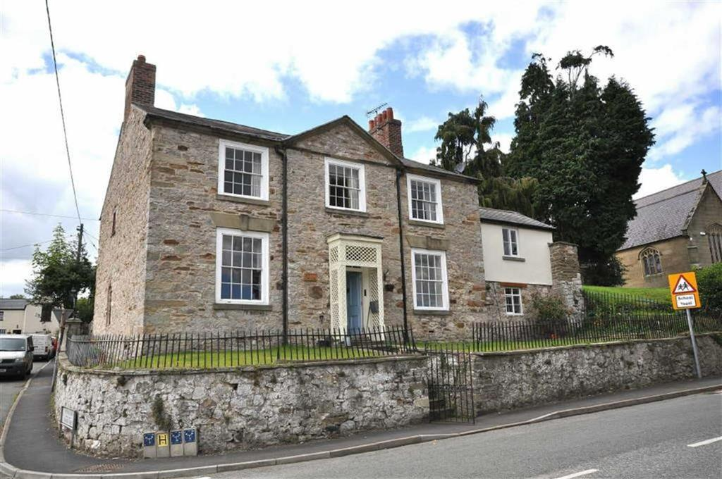4 Bedrooms Detached House for sale in Whitford Road, Whitford, Holywell