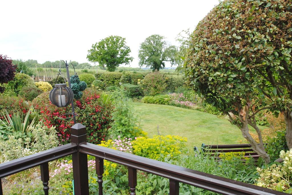3 Bedrooms Detached Bungalow for sale in Rockcliffe Drive, Wadworth