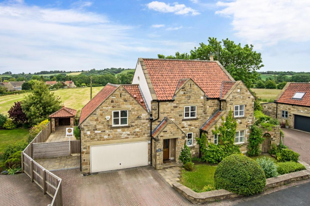 5 Bedrooms Detached House for sale in Langwith Avenue, Collingham, Wetherby, West Yorkshire