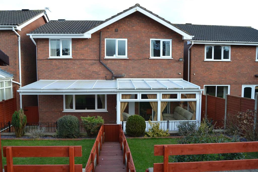 4 Bedrooms Detached House for sale in Longclough Road, Newcastle
