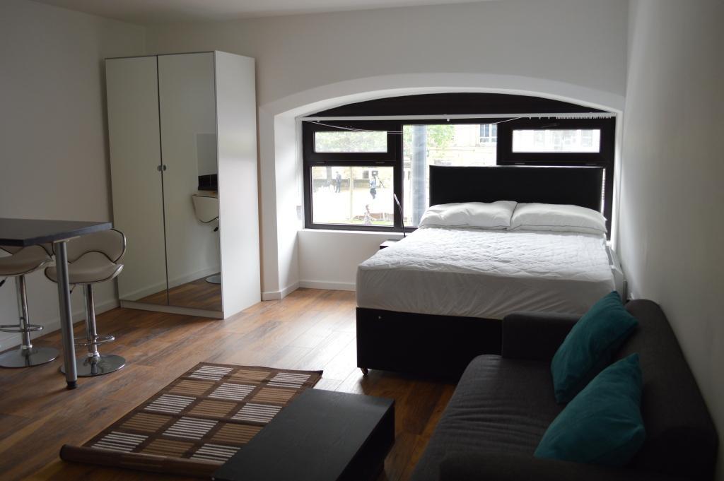 Studio Flat for rent in The Headrow, Leeds, West Yorkshire, England, LS1