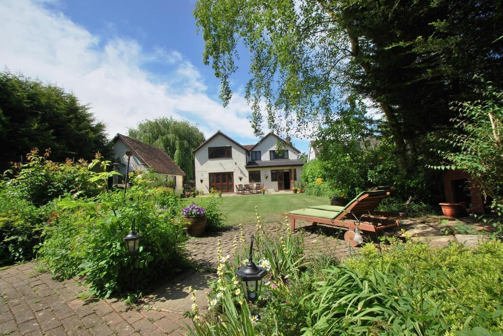 5 Bedrooms Detached House for sale in Ramsden Heath, Billericay