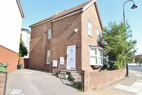 3 bedroom semi-detached house to rent - Outram Road, Southsea